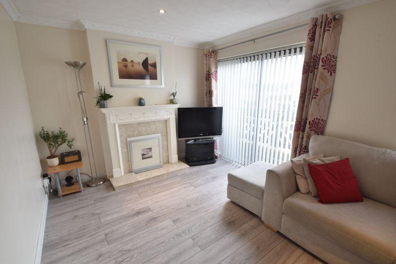 4 bedroom Mid Terrace to buy in Marsom Grove, Luton - Photo 3