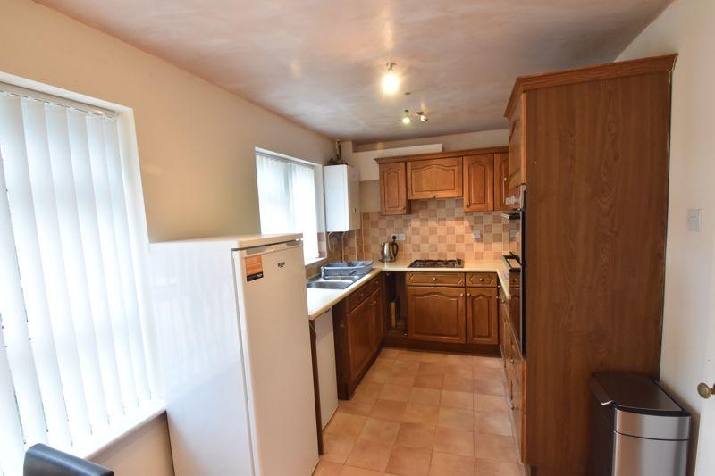 4 bedroom Mid Terrace to buy in Marsom Grove, Luton - Photo 4