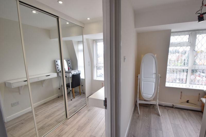 4 bedroom Mid Terrace to buy in Marsom Grove, Luton - Photo 11