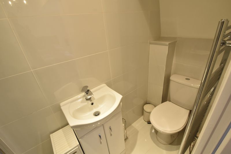 4 bedroom Mid Terrace to buy in Marsom Grove, Luton - Photo 15