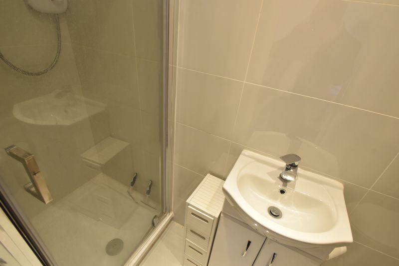 4 bedroom Mid Terrace to buy in Marsom Grove, Luton - Photo 16