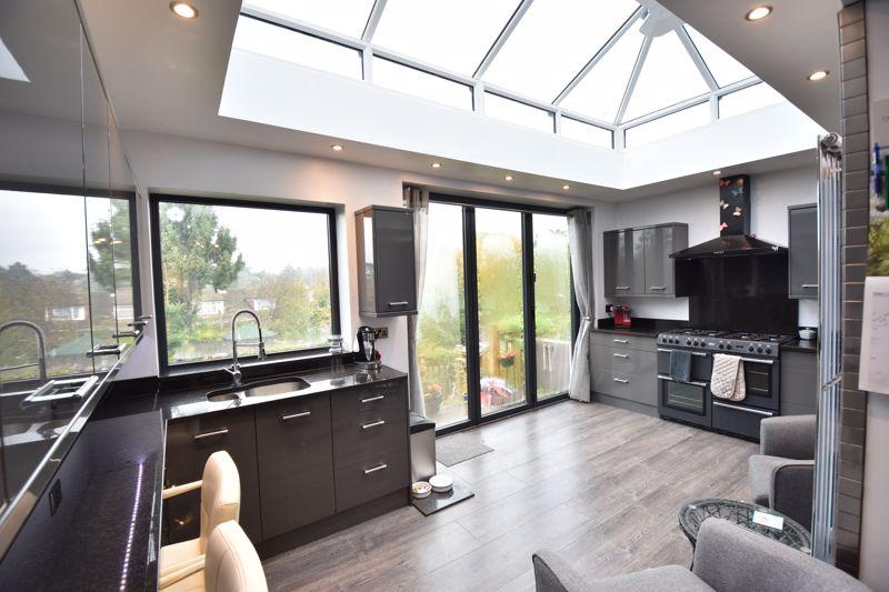 3 bedroom  to buy in Wardown Crescent, Luton - Photo 1
