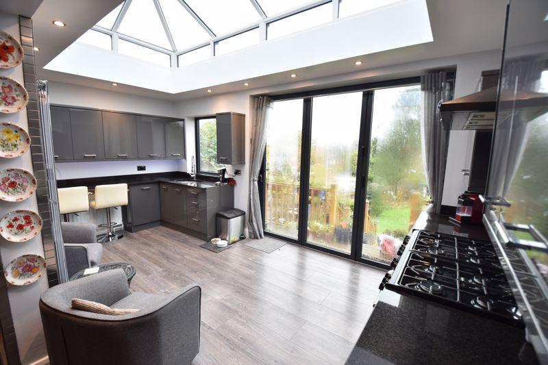 3 bedroom  to buy in Wardown Crescent, Luton - Photo 3