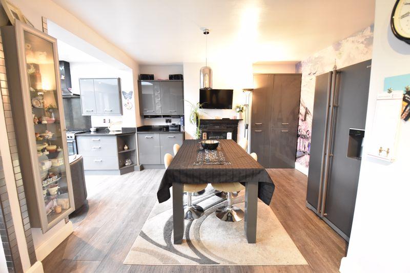 3 bedroom  to buy in Wardown Crescent, Luton - Photo 4
