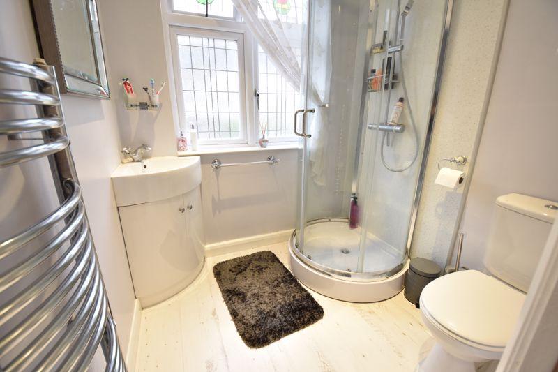 3 bedroom  to buy in Wardown Crescent, Luton - Photo 9