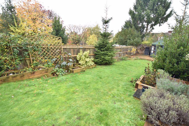 3 bedroom  to buy in Wardown Crescent, Luton - Photo 17