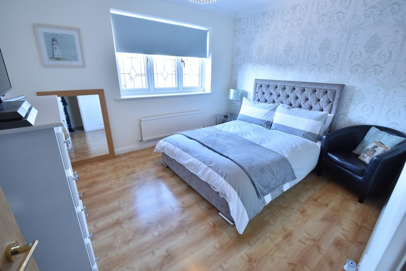 4 bedroom Detached  to buy in Ryefield, Luton - Photo 3