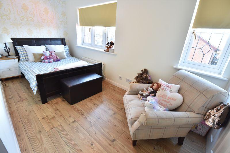 4 bedroom Detached  to buy in Ryefield, Luton - Photo 7
