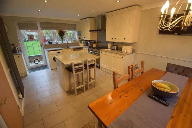 4 bedroom Detached  to buy in Ryefield, Luton - Photo 15