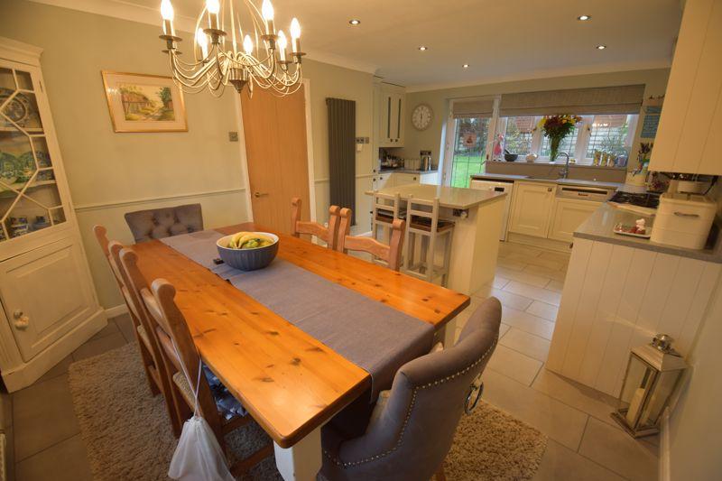 4 bedroom Detached  to buy in Ryefield, Luton - Photo 16