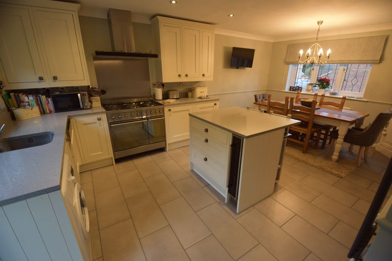 4 bedroom Detached  to buy in Ryefield, Luton - Photo 17