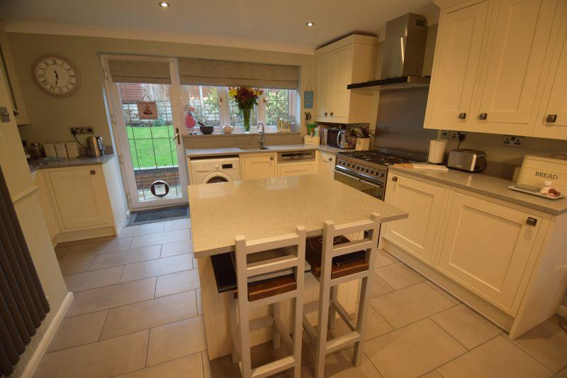 4 bedroom Detached  to buy in Ryefield, Luton - Photo 19