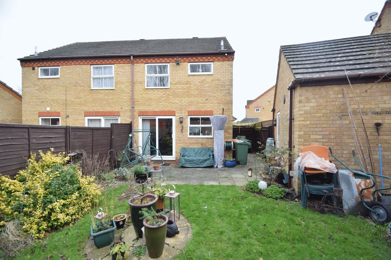 2 bedroom  to buy in Fisher Close, Bedford - Photo 12