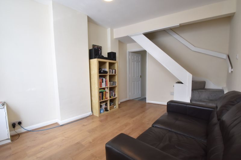 2 bedroom Mid Terrace to buy in Strathmore Avenue, Luton - Photo 1