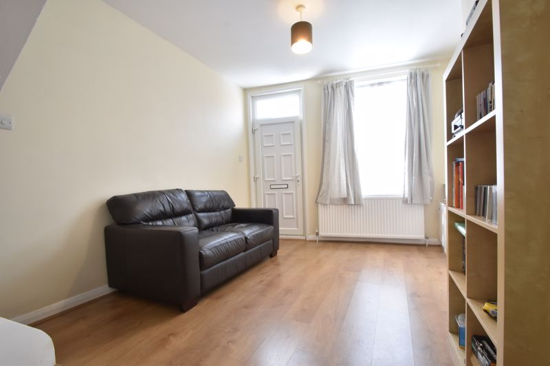 2 bedroom Mid Terrace to buy in Strathmore Avenue, Luton - Photo 2