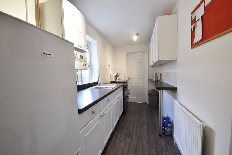 2 bedroom Mid Terrace to buy in Strathmore Avenue, Luton - Photo 5