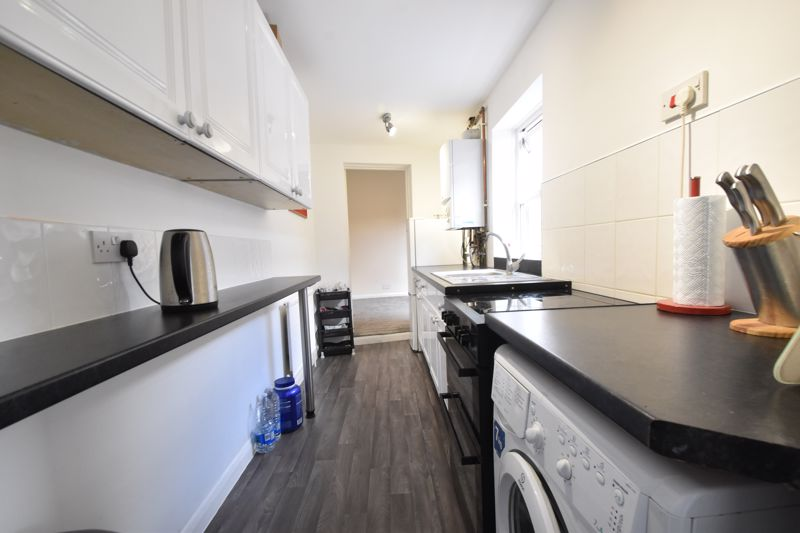 2 bedroom Mid Terrace to buy in Strathmore Avenue, Luton - Photo 7