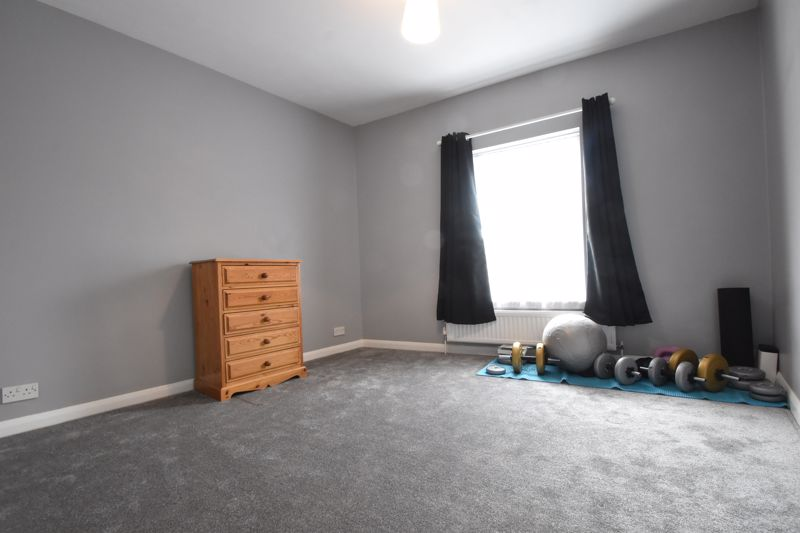 2 bedroom Mid Terrace to buy in Strathmore Avenue, Luton - Photo 15