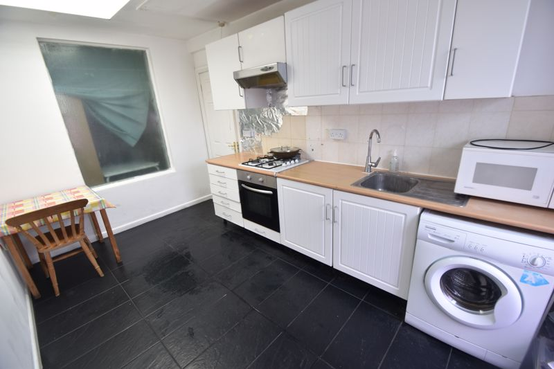 2 bedroom Flat to rent in Union Street, Luton - Photo 2