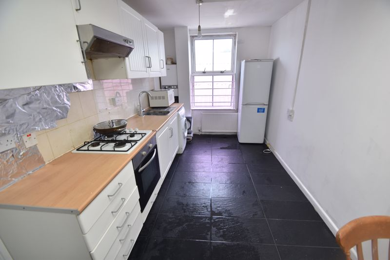 2 bedroom Flat to rent in Union Street, Luton - Photo 3