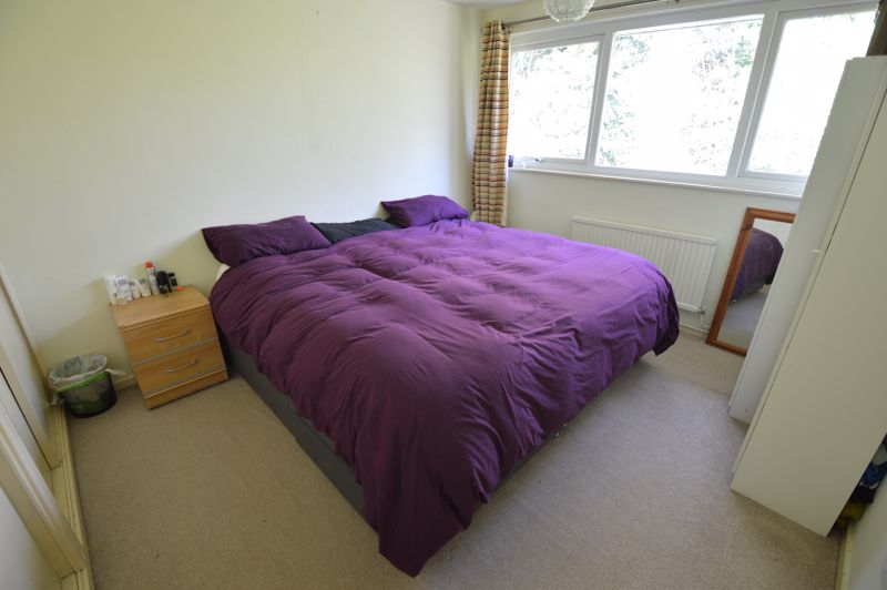 2 bedroom Maisonette to buy in Lawn Gardens, Luton - Photo 4
