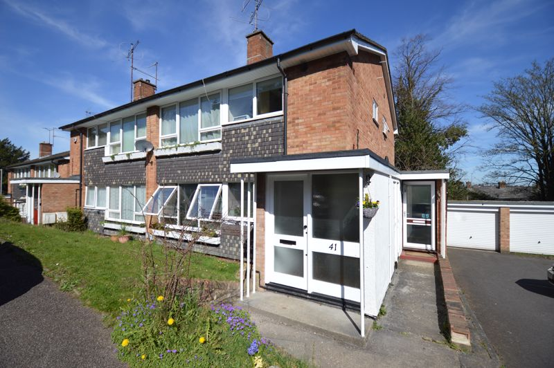2 bedroom Maisonette to buy in Lawn Gardens, Luton - Photo 1