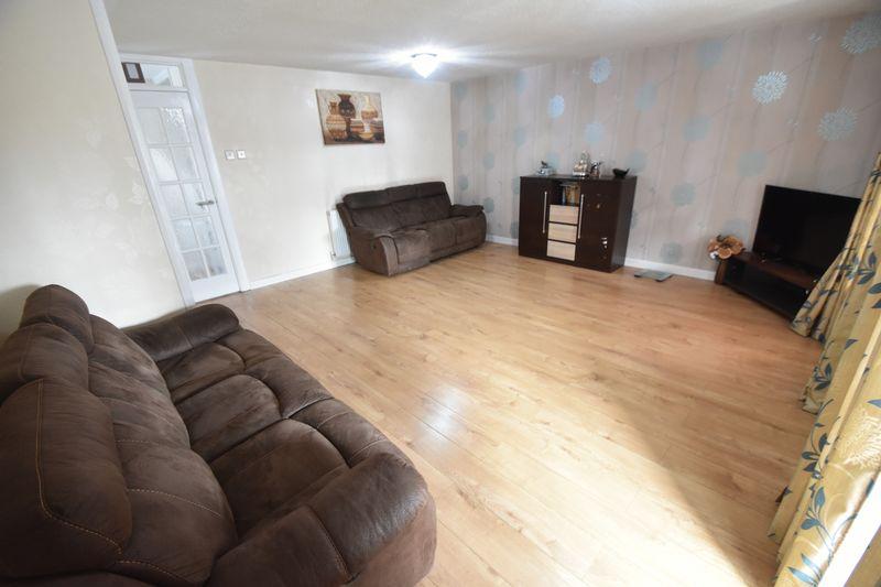3 bedroom Detached  to rent in Raynham Way, Luton - Photo 3