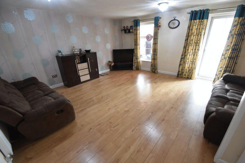 3 bedroom Detached  to rent in Raynham Way, Luton - Photo 4
