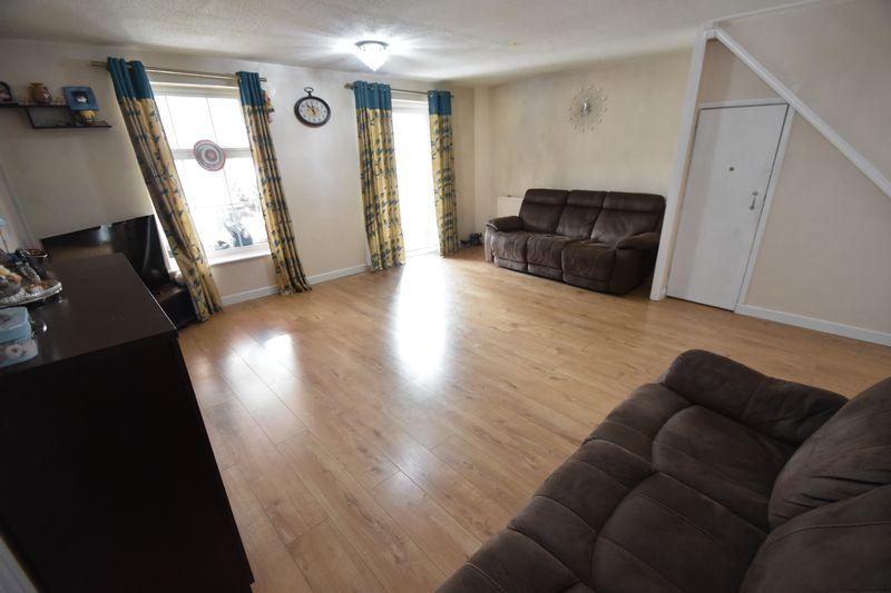 3 bedroom Detached  to rent in Raynham Way, Luton - Photo 5