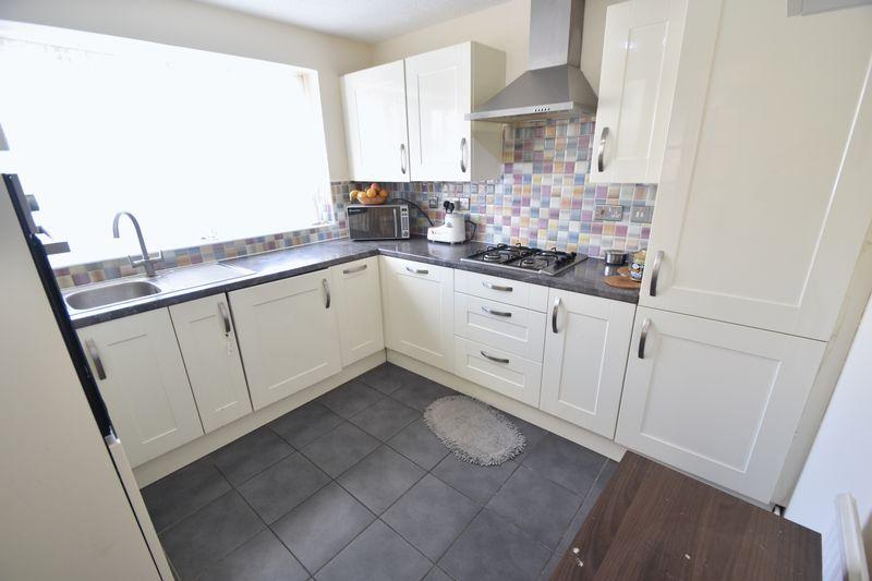 3 bedroom Detached  to rent in Raynham Way, Luton - Photo 10