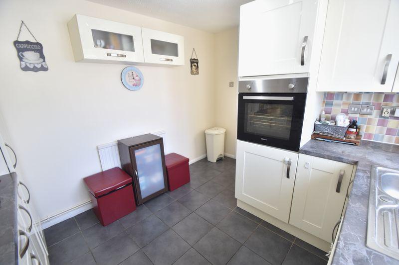 3 bedroom Detached  to rent in Raynham Way, Luton - Photo 12
