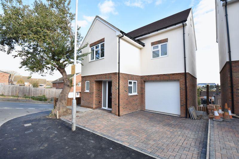 4 bedroom  to buy in Taunton Avenue, Luton