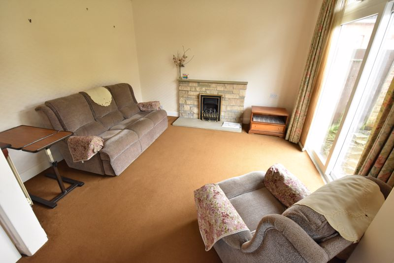2 bedroom Bungalow to buy in Exton Avenue, Luton - Photo 3