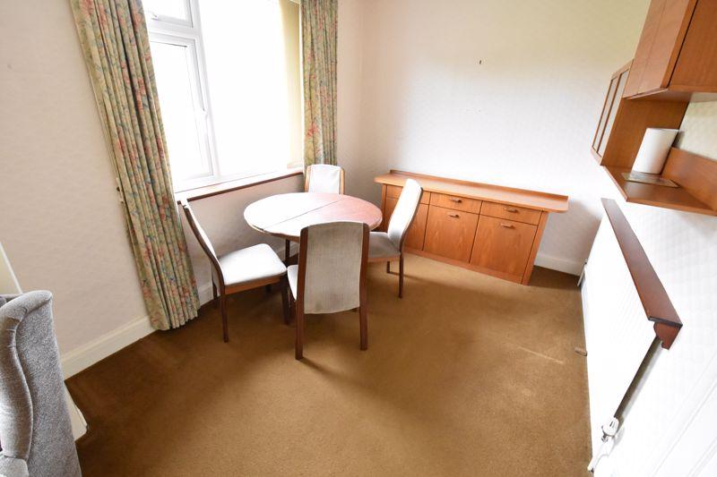 2 bedroom Bungalow to buy in Exton Avenue, Luton - Photo 4