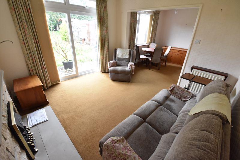 2 bedroom Bungalow to buy in Exton Avenue, Luton - Photo 5