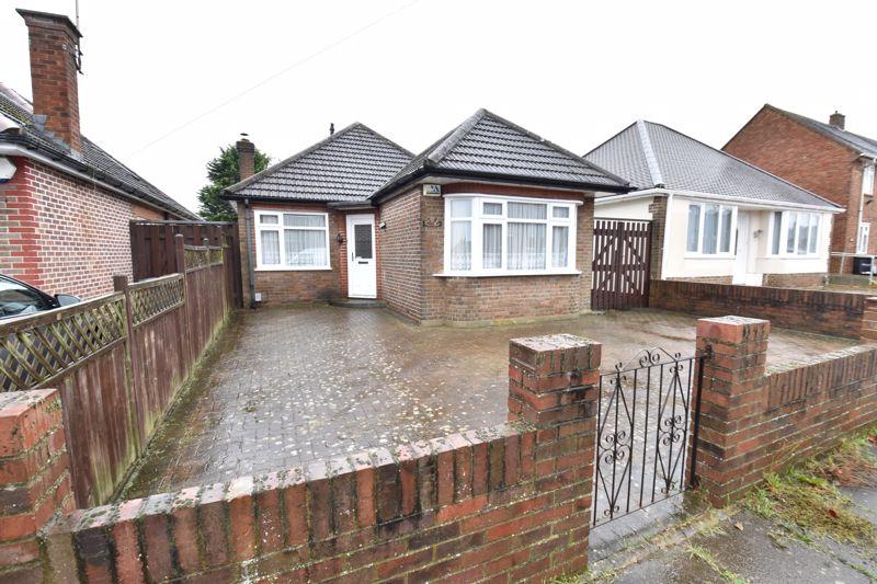 2 bedroom Bungalow to buy in Exton Avenue, Luton - Photo 1