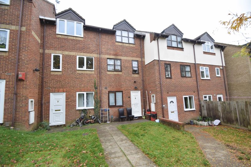 1 bedroom Maisonette to buy in The Ridings, Luton