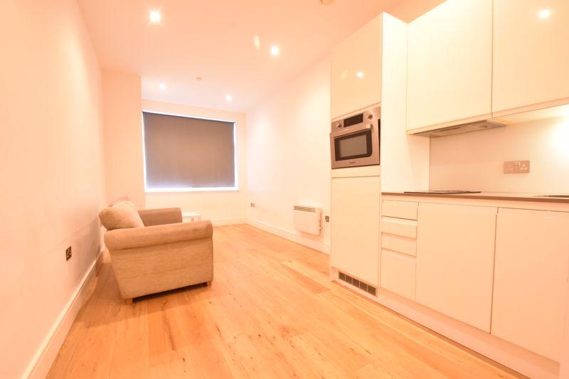 1 bedroom Apartment / Studio to buy in The Landmark, Flowers Way, Luton - Photo 4
