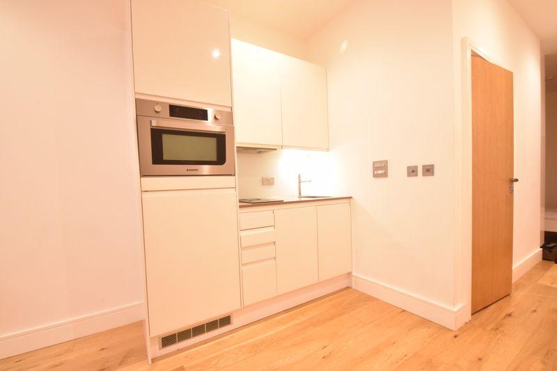 1 bedroom Apartment / Studio to buy in The Landmark, Flowers Way, Luton - Photo 5