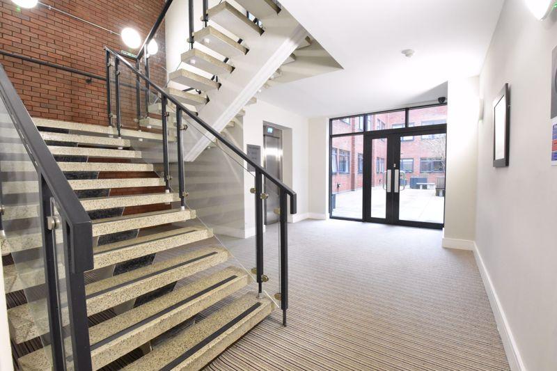 1 bedroom Apartment / Studio to buy in The Landmark, Flowers Way, Luton - Photo 8