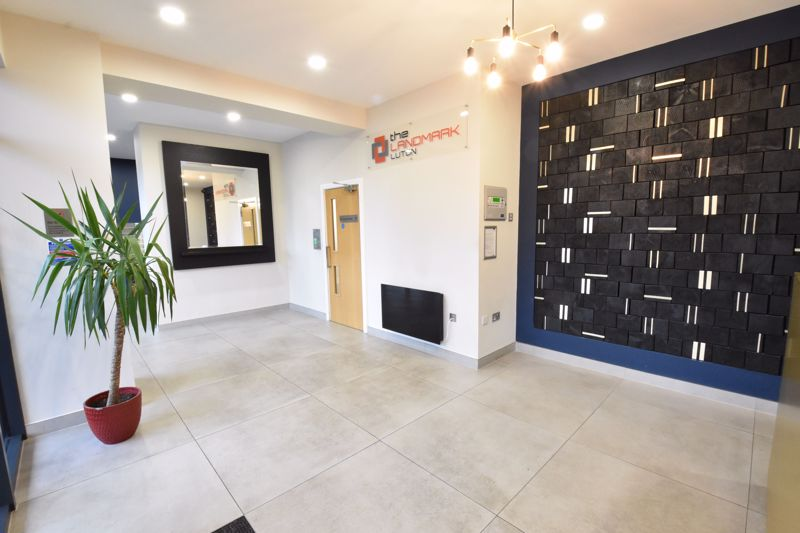 1 bedroom Apartment / Studio to buy in The Landmark, Flowers Way, Luton - Photo 11