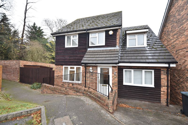 4 bedroom Detached  to buy in Old Orchard, Luton
