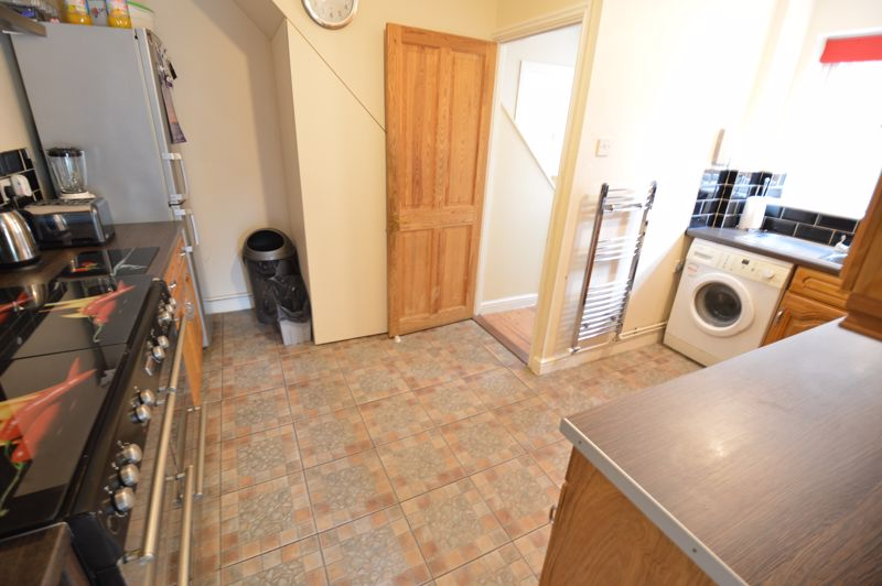3 bedroom Semi-Detached  to buy in Runfold Avenue, Luton - Photo 3