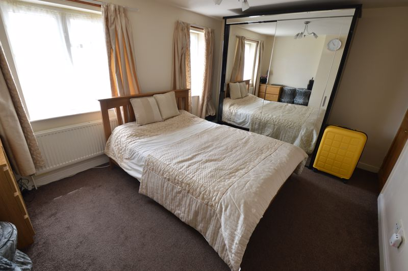3 bedroom Semi-Detached  to buy in Runfold Avenue, Luton - Photo 6