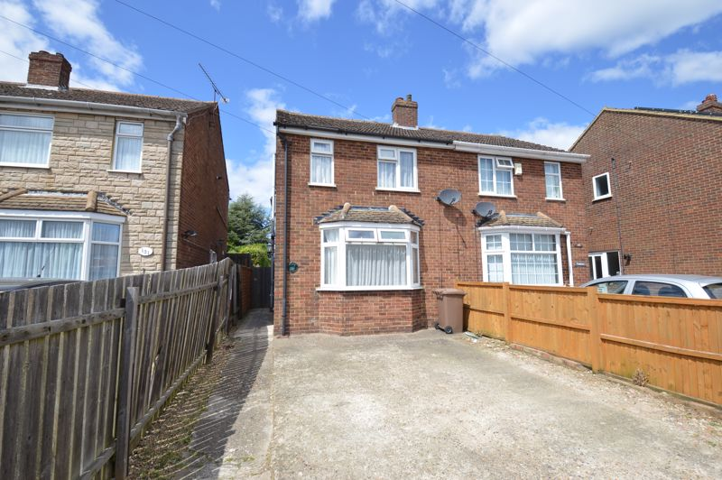 3 bedroom Semi-Detached  to buy in Runfold Avenue, Luton - Photo 11