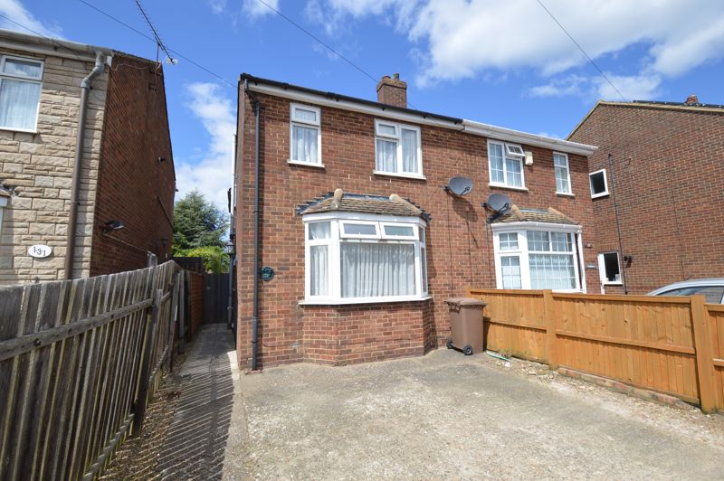 3 bedroom Semi-Detached  to buy in Runfold Avenue, Luton - Photo 12