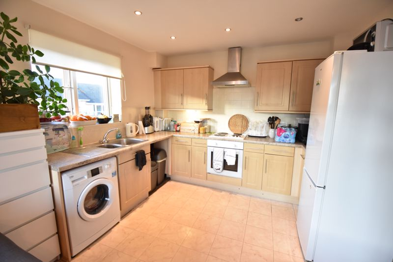 2 bedroom  to buy in Foxglove Way, Luton - Photo 2