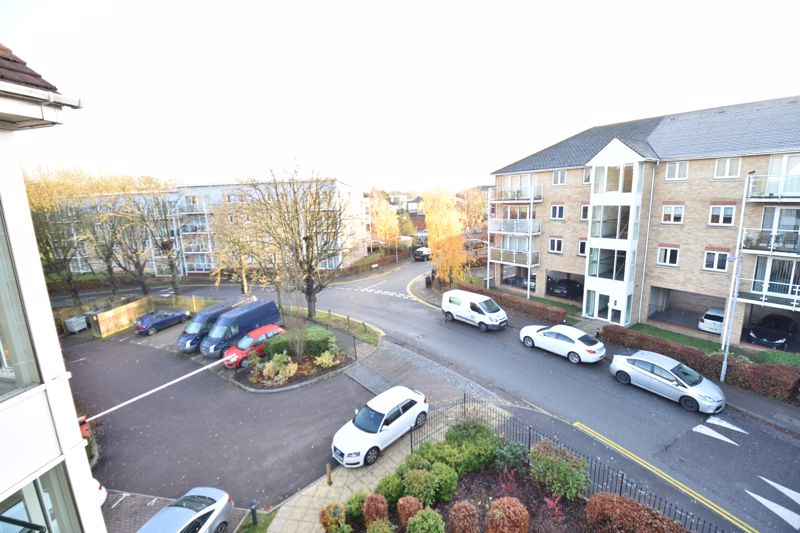 2 bedroom  to buy in Foxglove Way, Luton - Photo 4