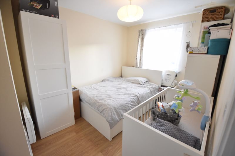 2 bedroom  to buy in Foxglove Way, Luton - Photo 5