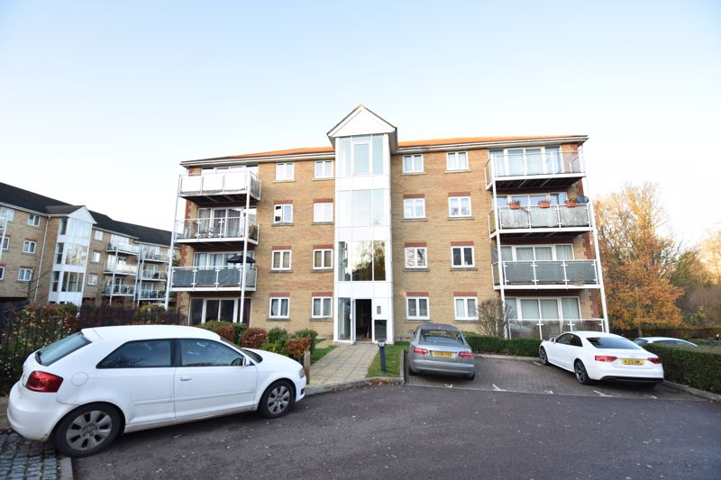2 bedroom  to buy in Foxglove Way, Luton - Photo 8